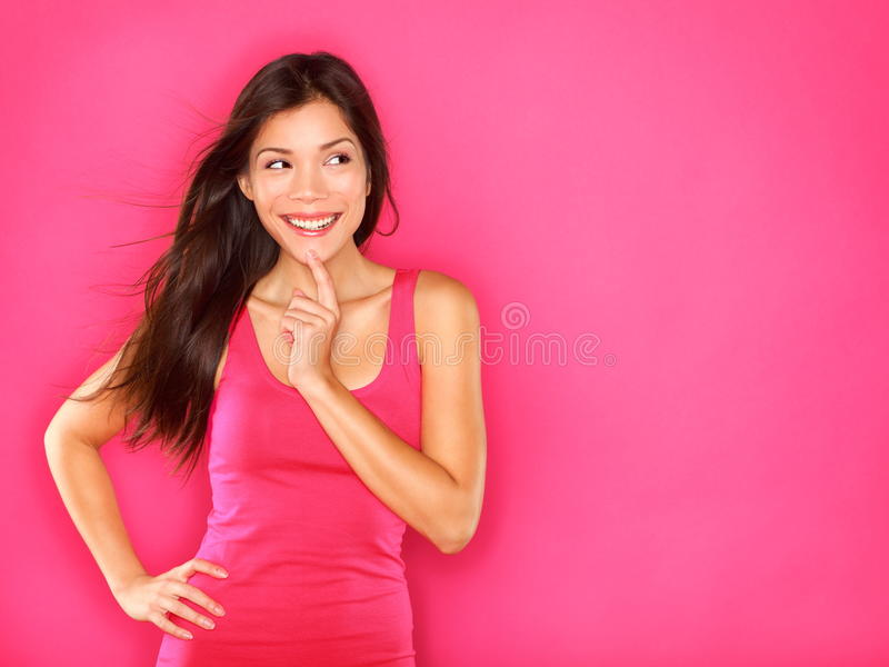 Myśląca piękna młoda kobieta fotografia royalty free