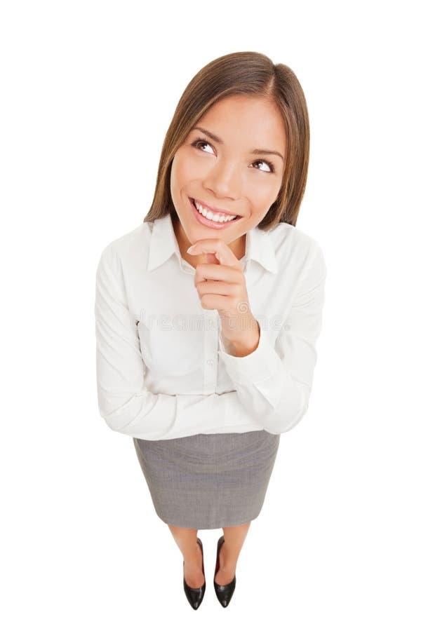 Myśląca piękna uśmiechnięta biznesowa kobieta obrazy royalty free