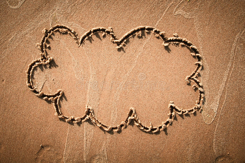 Myśl bąbel rysujący out na piaskowatej plaży lub beach tło zdjęcia royalty free