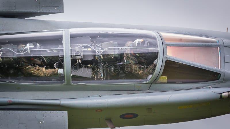 Myśliwski pilot w kokpicie w locie fotografia royalty free