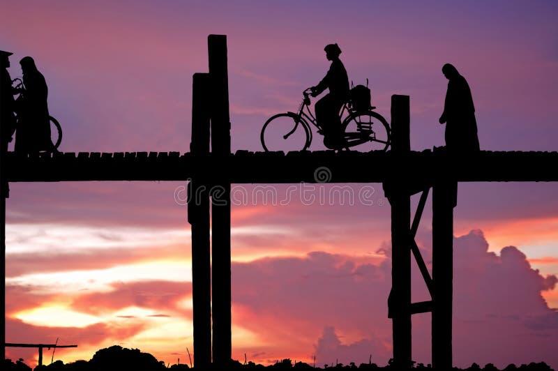Myanmar, Amarapura, de brug van U Bein royalty-vrije illustratie