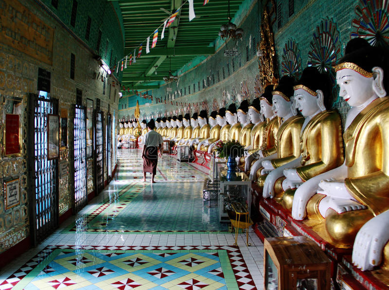 myanmar för buddistisk kull sagaing tempel arkivbilder
