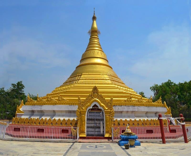 Myanmar Gouden Tempel in Lumbini, Nepal - geboorteplaats van Boedha stock foto's