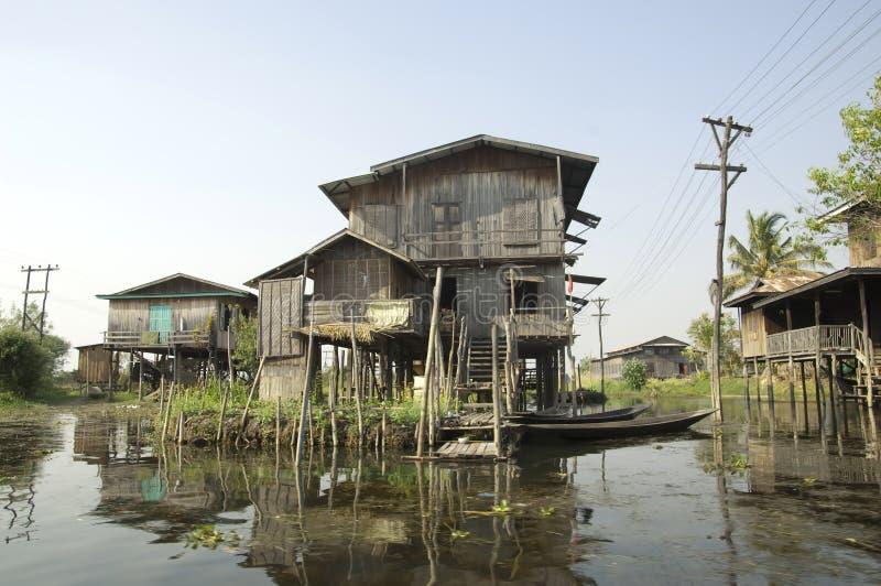 Myanmar Inle Meer - Huizen Stelt stock foto's