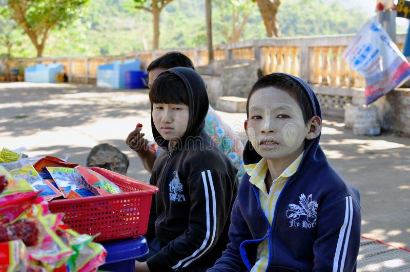 Myanmar kinderen stock afbeeldingen