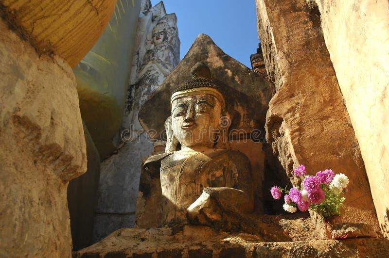 Myanmar, lac Inle : Sculpture en Bouddha photographie stock