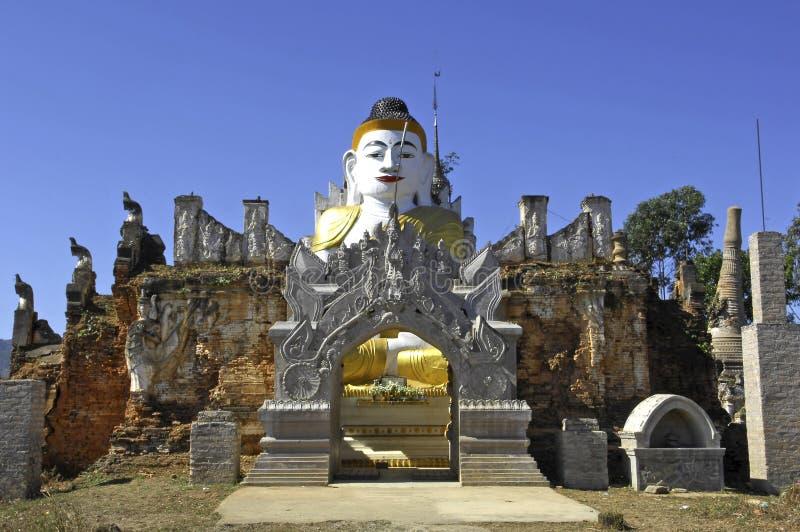 Myanmar, lago Inle: Esculturas de Buddha fotos de archivo libres de regalías