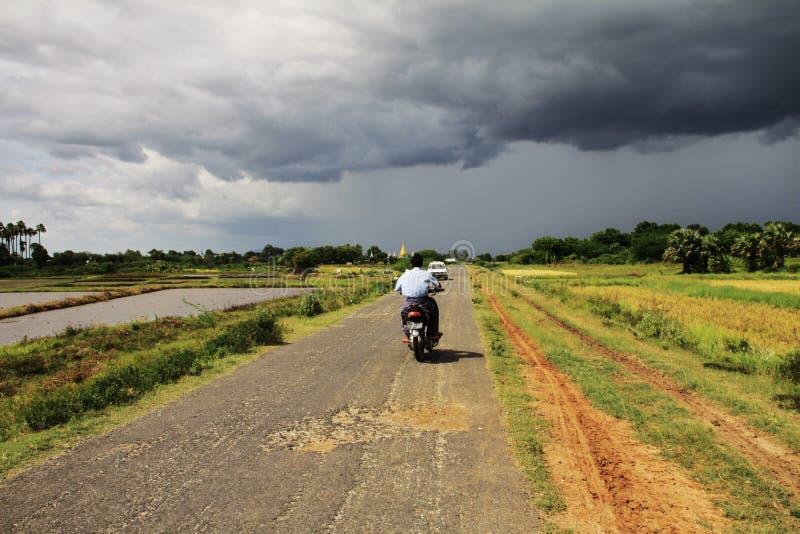 Myanmar landschap vóór het onweer royalty-vrije stock foto