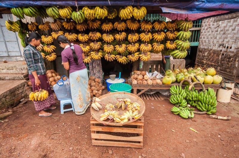 Myanmar marknad royaltyfri bild
