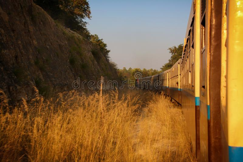 Myanmar pelo trem fotografia de stock