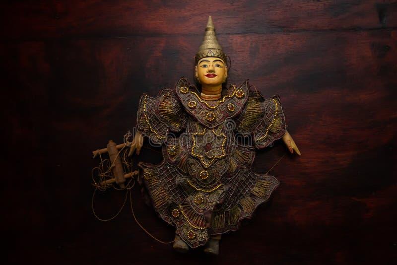 Myanmar reiht Marionettenspielzeugandenken auf stockfotos