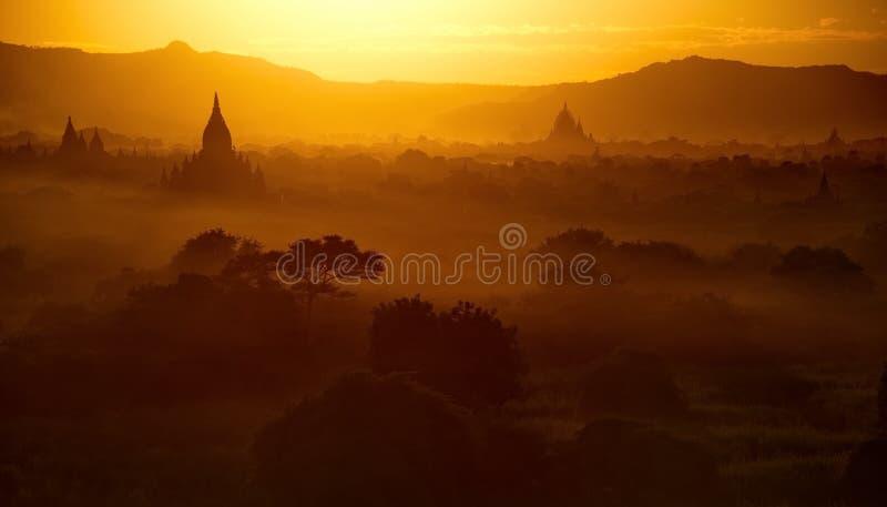 myanmar Sunsets in het Koninkrijk van Bagan stock fotografie