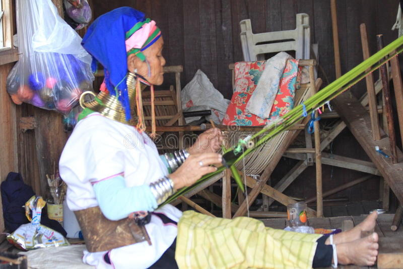 Myanmar vrouwen padaung stam stock afbeeldingen