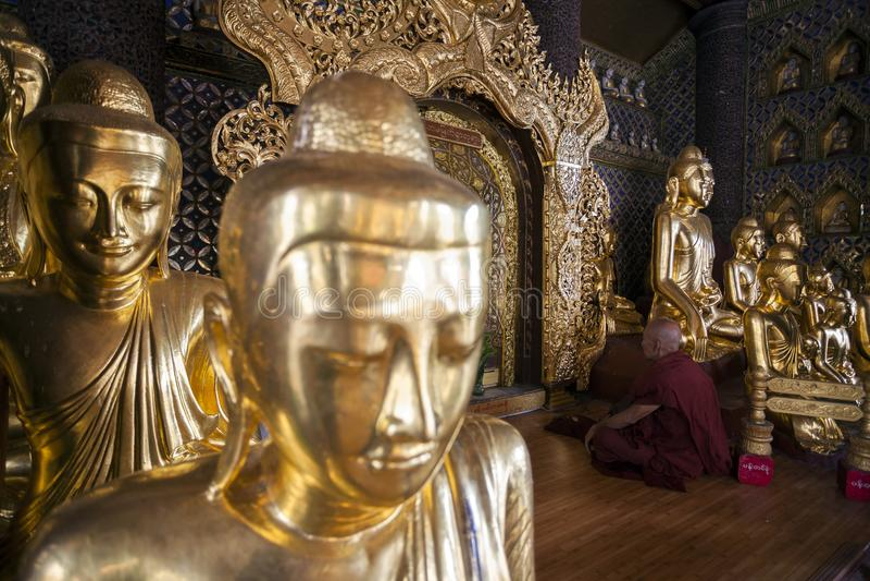 Myanmar - Yangon - la GRANDE PAGODA de SHWEDAGON photographie stock libre de droits