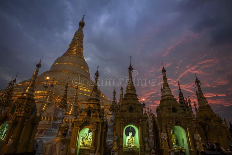 Myanmar - Yangon - la GRANDE PAGODA de SHWEDAGON image libre de droits