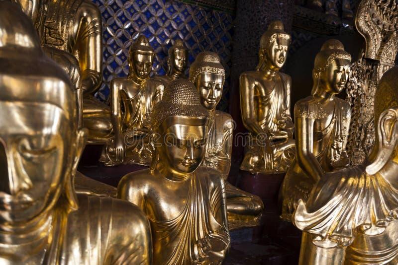 Myanmar - Yangon - o GRANDE PAGODE de SHWEDAGON imagens de stock