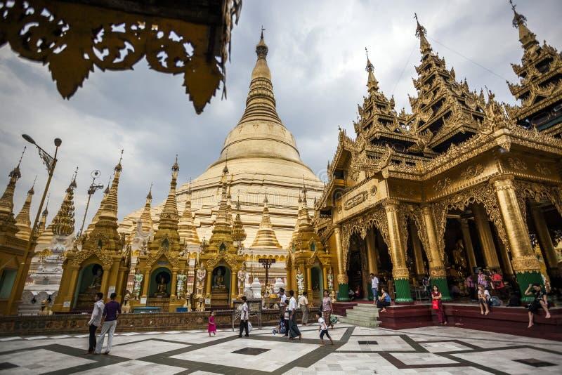 Myanmar - Yangon - o GRANDE PAGODE de SHWEDAGON fotografia de stock royalty free