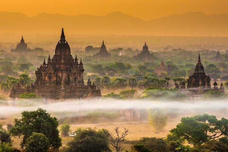 Myauk Guni στα ξημερώματα, Bagan, το Μιανμάρ στοκ εικόνες