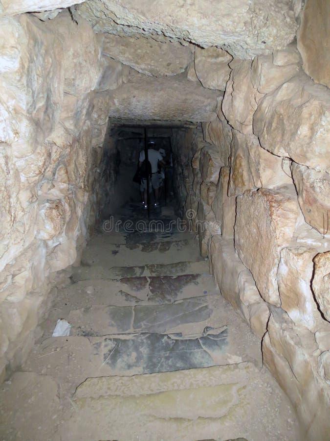Mycenae nedstigning in i fängelsehålan royaltyfria bilder