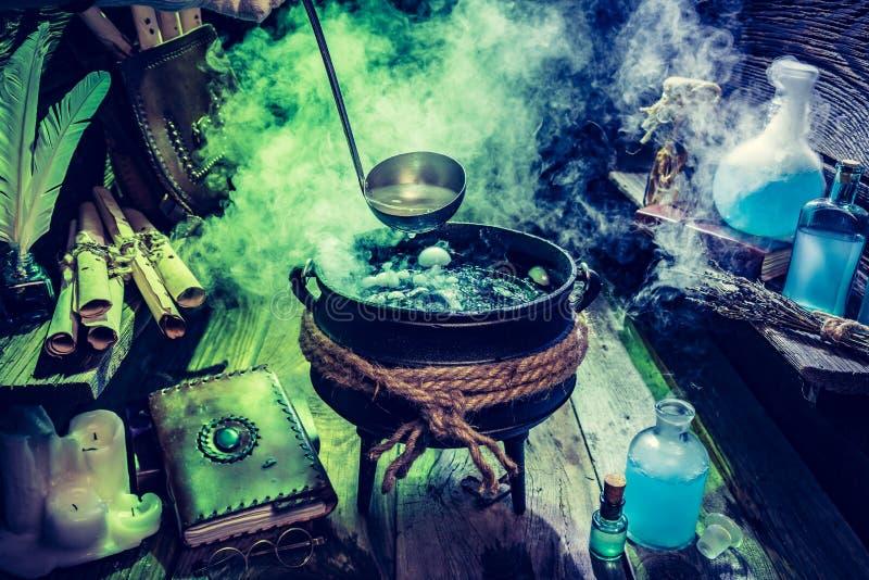 Mycket av den magiska blandningen förlägga i barack witcher för allhelgonaafton fotografering för bildbyråer