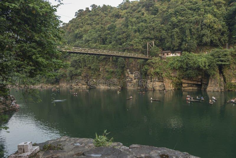 Mycket berömd bro på umngotfloden, Meghalaya, Indien arkivbild
