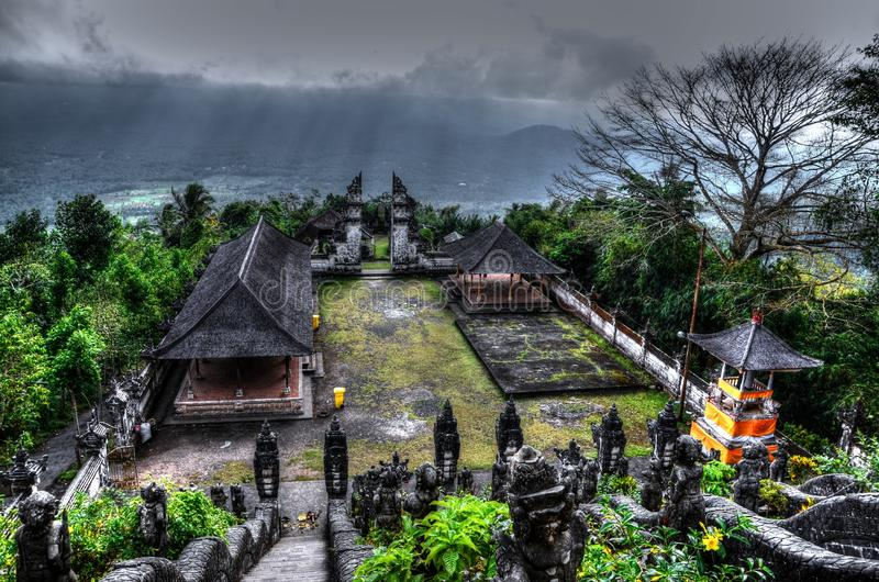 Mycket gammal Bali tempel Pura Lempuyang arkivfoton