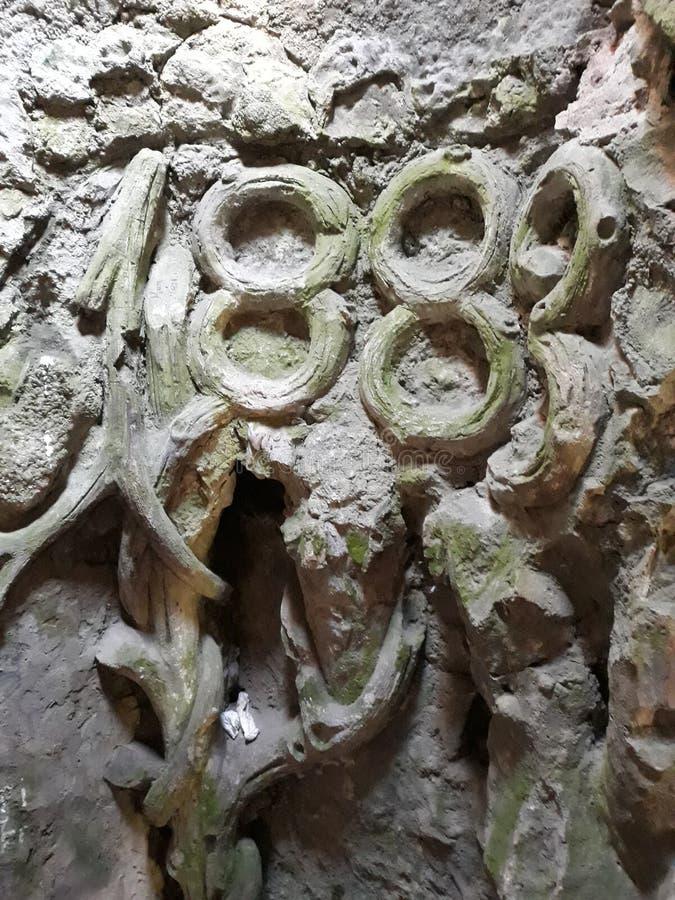 mycket gammal grotta arkivbild