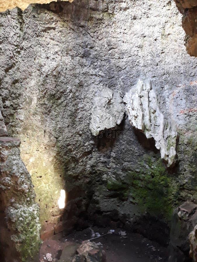 mycket gammal grotta arkivbilder