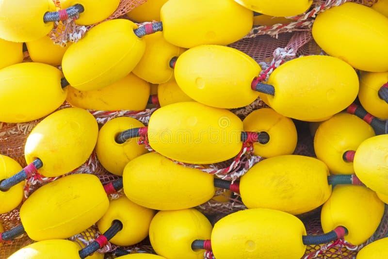 Mycket gula floaters på en hög som ska användas som bakgrund royaltyfri fotografi