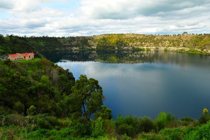 Mycket härlig blå sjö fotografering för bildbyråer