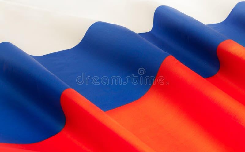 Mycket inramad silkeslen rufsad flagga för rysk federation arkivfoton