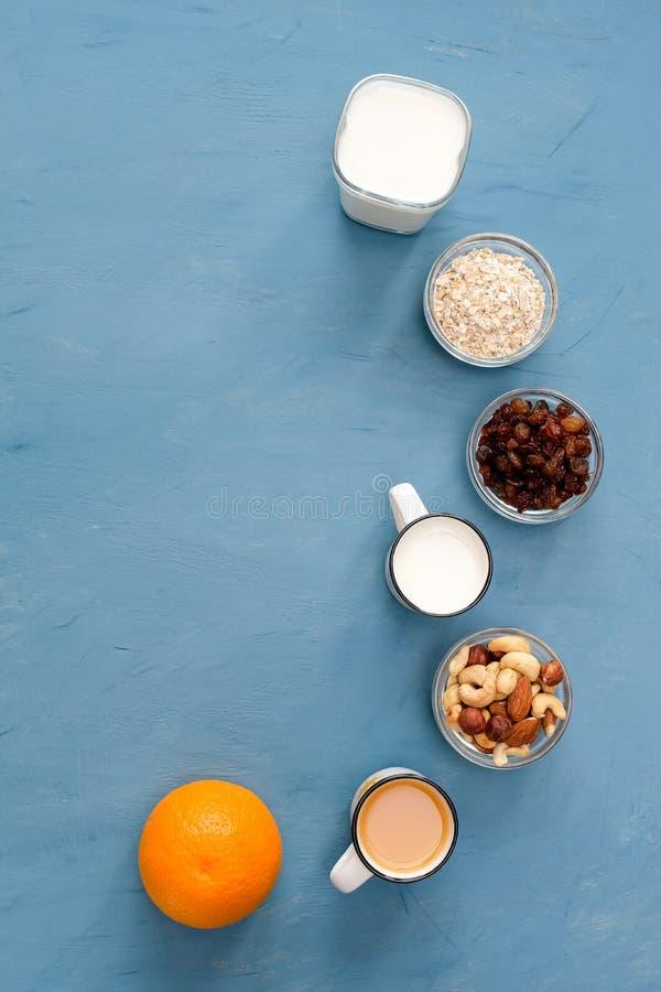 Mycket l?tt, ljus och h?lsosam frukost f?r en sund livsstil arkivfoto