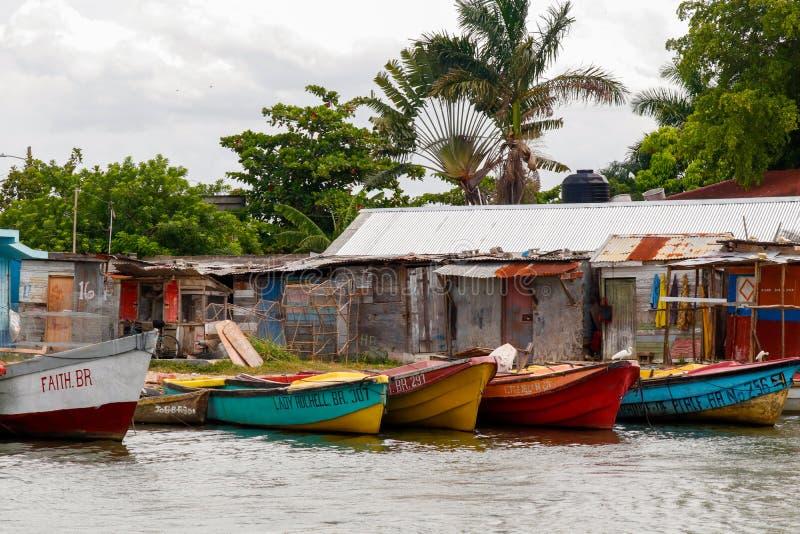 Mycket liten hamn i den svarta floden, Jamaica royaltyfri fotografi