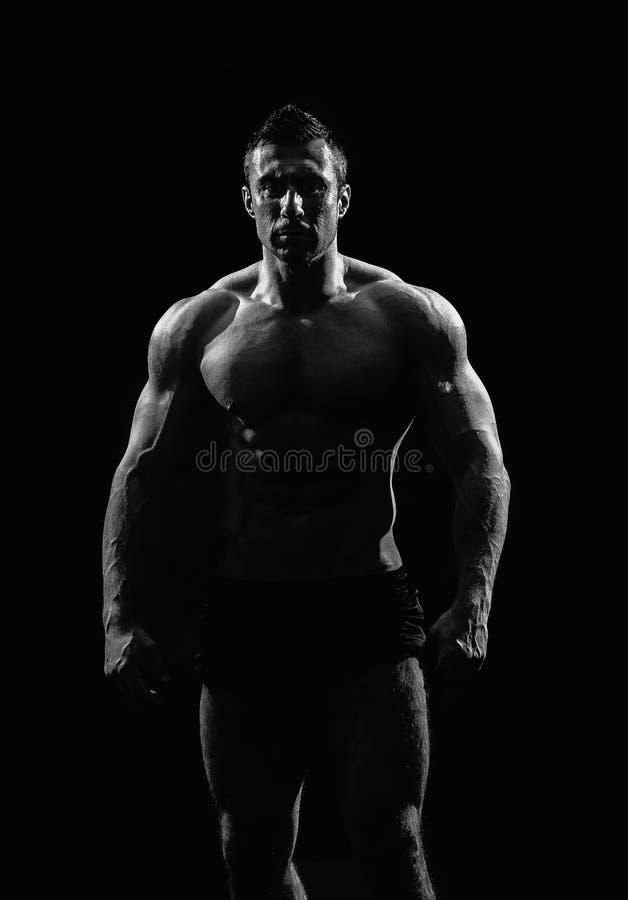 Mycket muskulös stilig idrotts- man royaltyfria foton