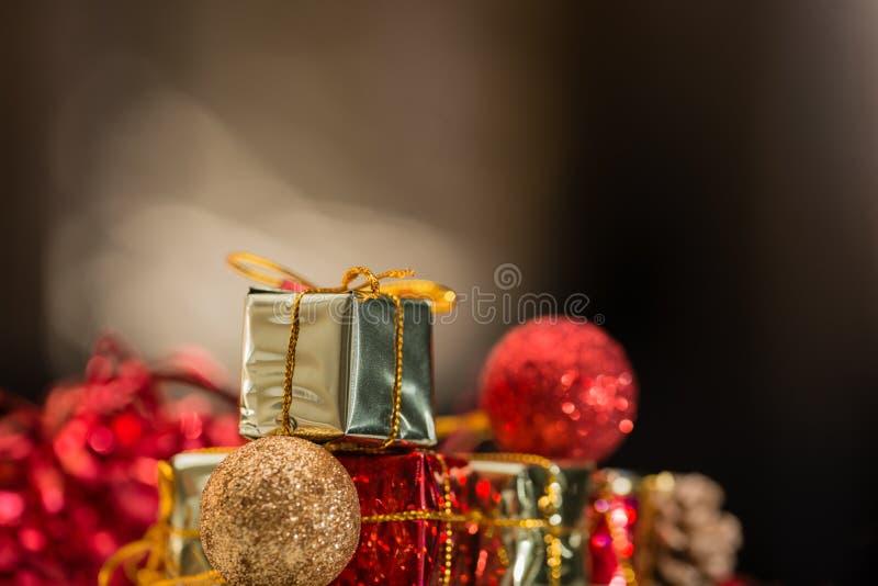 Mycket små leksaker för jul royaltyfri fotografi
