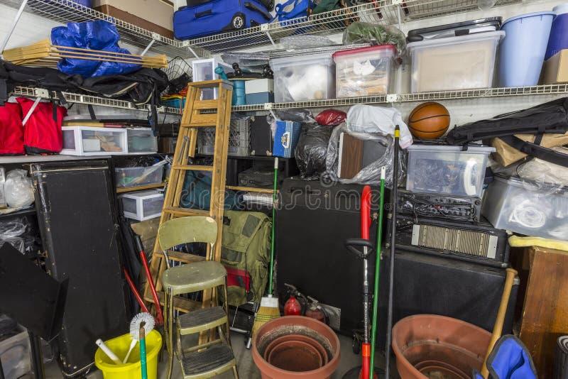 Mycket smutsigt garage arkivfoto