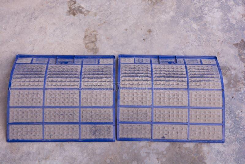 Mycket smutsigt luftkonditioneringsapparatfilter royaltyfria foton
