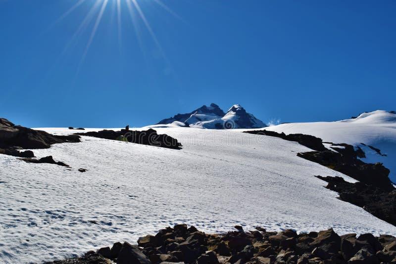 Mycket snö på Refugio Otto Meiling, Argentina royaltyfri bild