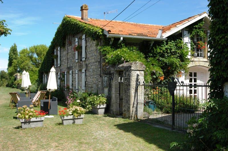 Mycket trevlig villa i Frankrike royaltyfria bilder