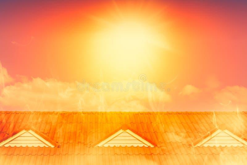 Mycket varmt väder över soligt väder för värmesommar arkivfoto