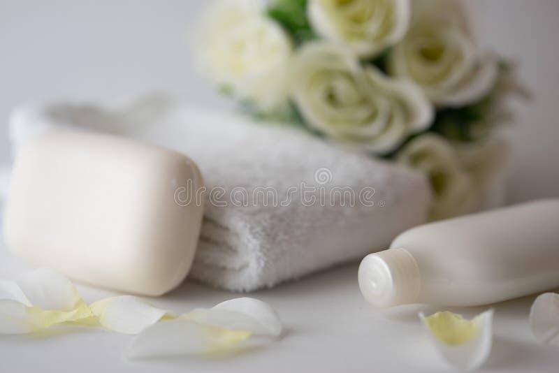 Mydła i róż bielu tło obrazy royalty free