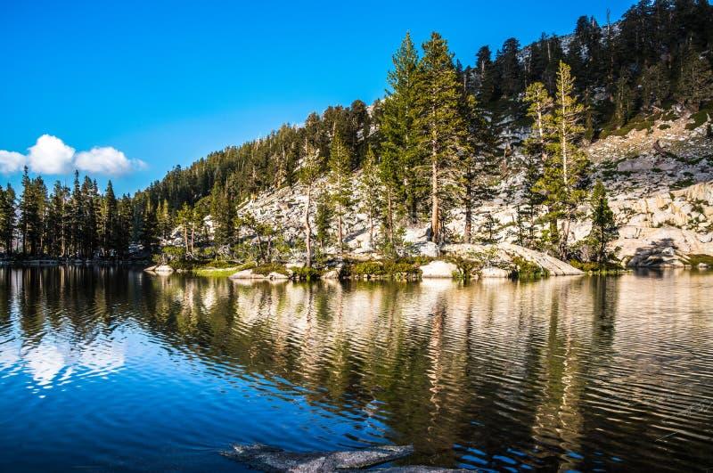 Mygga Lakes, Sequoianationalpark fotografering för bildbyråer
