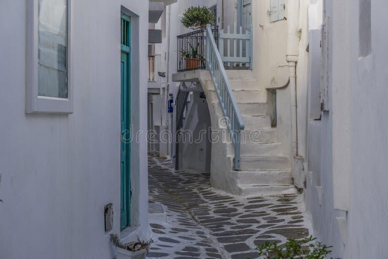 Mykonos, Grecia blanqueó los callejones fotografía de archivo