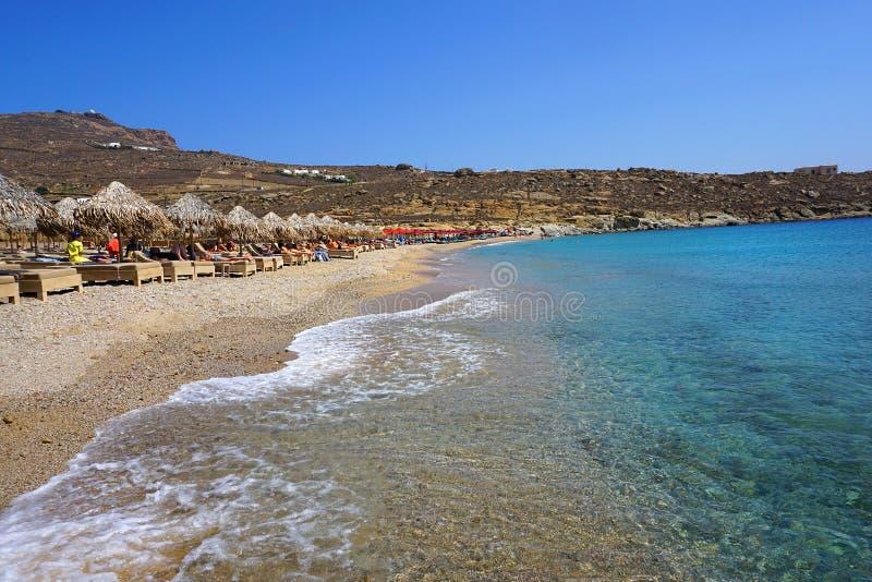 Mykonos, Griekenland, 10 September 2018, Lia-strand is een toeristentoevlucht verre van Chora maar misschien heeft het het mooist stock foto's