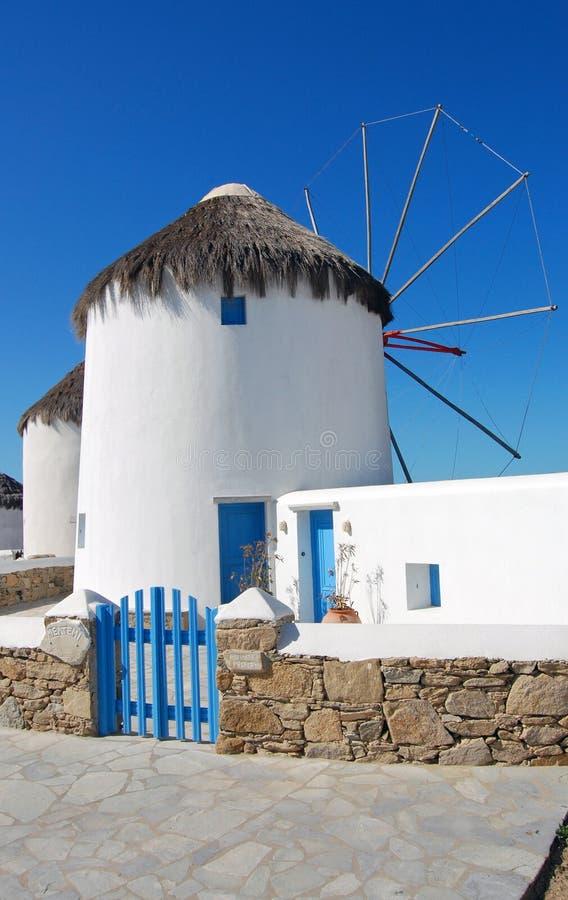 Mykonos - molino de viento bloqueado imagen de archivo