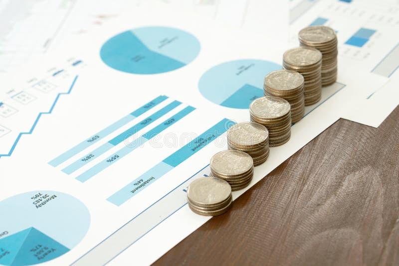 Mynt besparingar, diagram analyserar arkivfoto