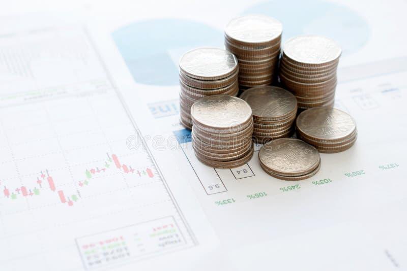 Mynt besparingar, diagram analyserar royaltyfria bilder