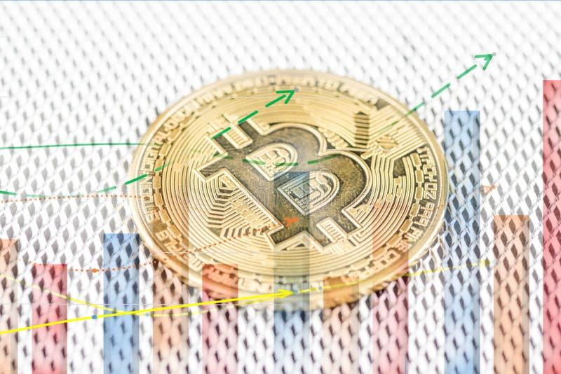 Mynt för cryptocurrency Bitcoin för guld- mynt fysiskt arkivfoto
