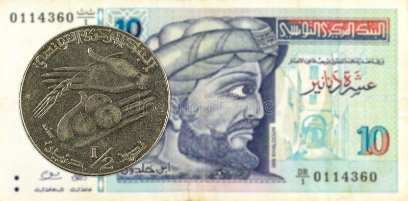 mynt för tunisian dinar 0,5 mot sedel för tunisian dinar 10 royaltyfria foton