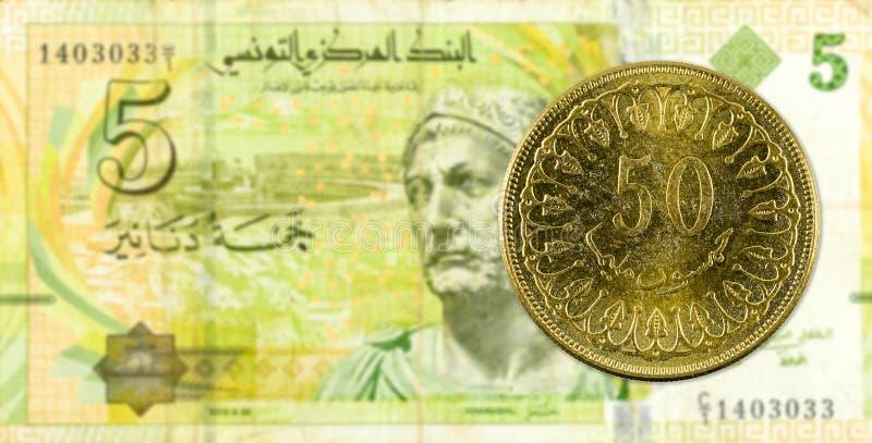 mynt för 50 tunisian millimes mot sedel för tunisian dinar 5 royaltyfria bilder